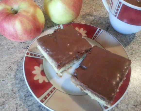 Obrátený koláč s jablkami a škoricou