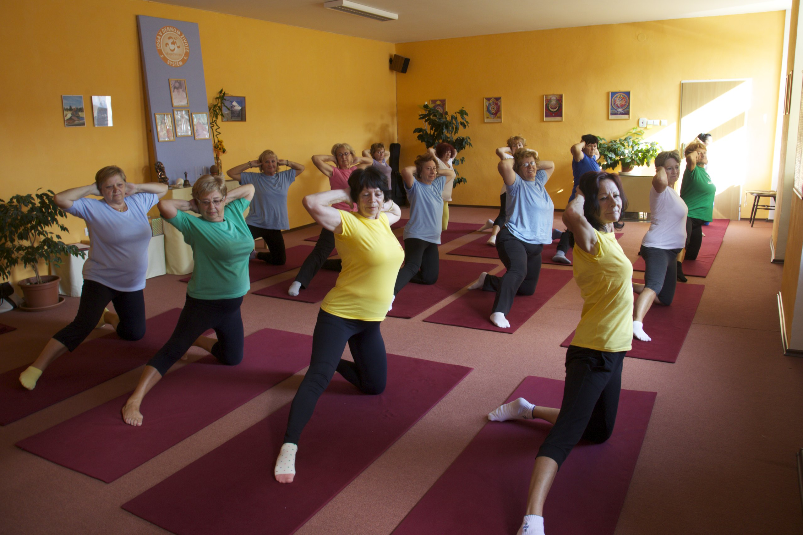 Seniorky v jóga centre