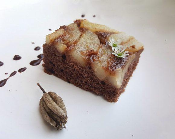 Obrátený hruškový koláč
