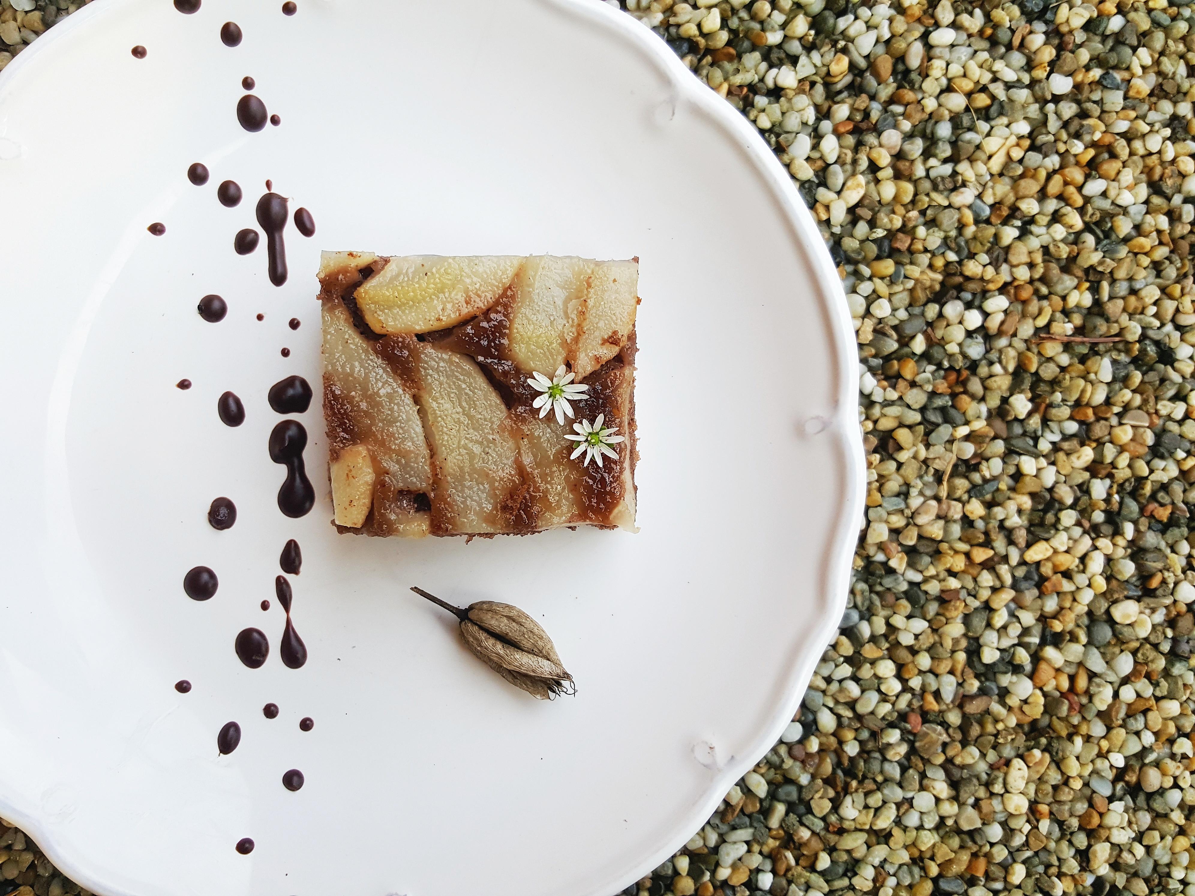 Objav pravú chuť jesene s obráteným hruškovým koláčom