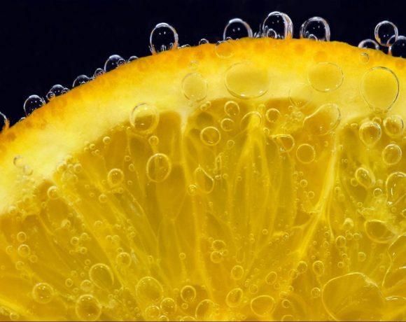 Vitamín C symbolizovaný citrónom