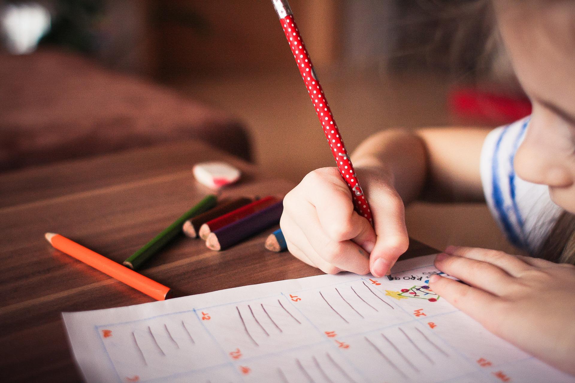 Dieťa s ceruzou