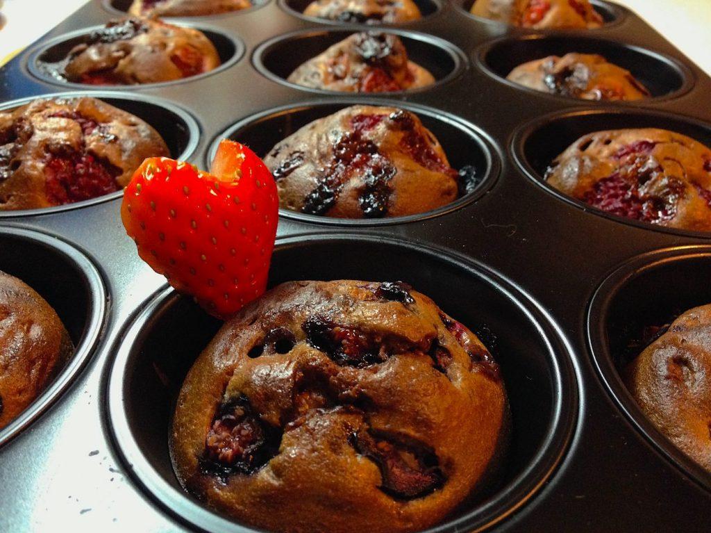 Čokoládové muffiny s ovocím