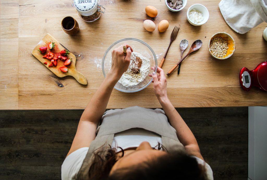 Mary si pripravuje chutné jedlá z kvalitných potravín